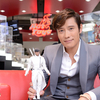 G.I. Joe Retaliation's Byung-hun Lee Stops By Hot Toys To Check Out His Storm Shadow Figure