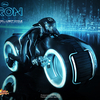 Hot Toys – MMS142 - TRON: Legacy: 1/6th scale Sam Flynn Collectible Figure with Light Cycle