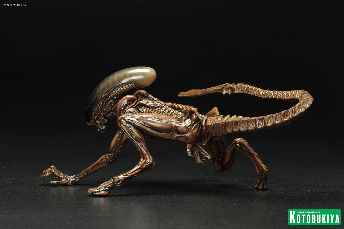 AlienDay426 - Alien 3 Dog Alien ARTFX+ Statue