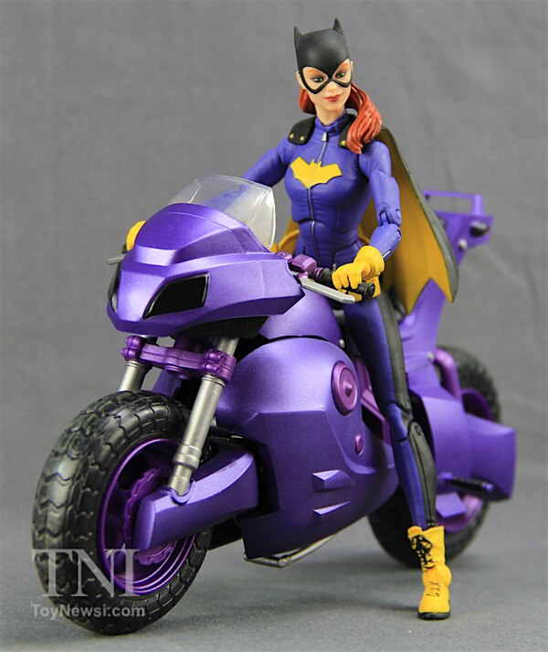 "DC Comics Icons 6"" Batgirl Of Burnside Deluxe Figure Video"