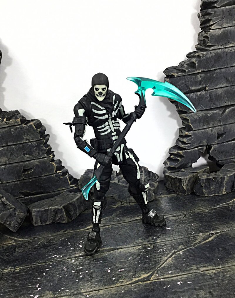 "McFarlane Toys 7"" Walgreens Exclusive Fortnite Green Glow ..."